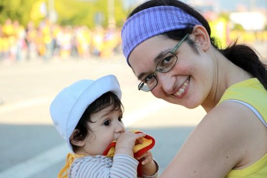 Amb la mama a la Via Catalana