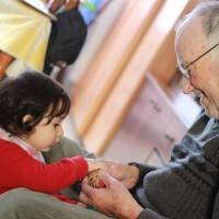 Jugant amb l'avi Ramon