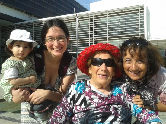 Quatre generacions: besàvia, àvia, mama i Ona