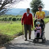 Anem a passejar amb l'avi